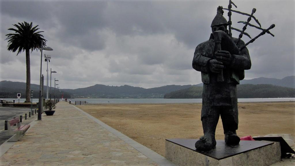 Monumento al gaitero en Ortigueira
